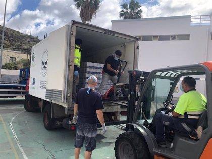 Santa Cruz de Tenerife informa de la entrega de 11 toneladas de alimentos y productos entre los vecinos de Anaga