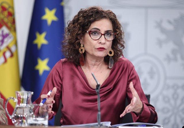 Foto de archivo de la ministra Portavoz y de Hacienda, María Jesús Montero comparece en rueda de prensa tras el Consejo de Ministros en Moncloa, en Madrid (España), a 18 de febrero de 2020