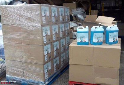 """Mossos inmoviliza 1.681 litros de """"falso gel"""" desinfectante en Rubí (Barcelona)"""