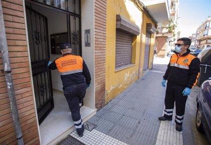 Diez profesionales de Protección Civil recorren los barrios de Huelva diariamente