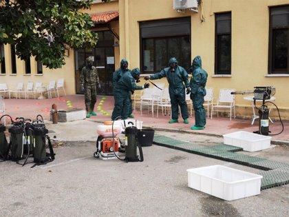 La Brigada Extremadura XI desinfecta residencias de ancianos en Cáceres y la estación de tren de Irún