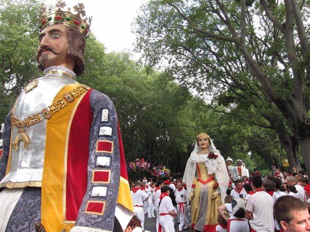 Los gigantes al inicio de la Procesión de Pamplona