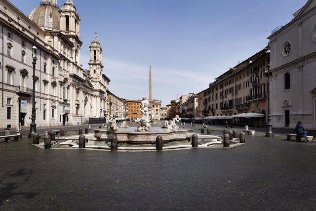 La Piazza Navona en Roma, vacía