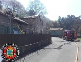 Bomberos sofocan un incendio en una vivienda de Igollo de Camargo