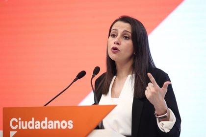 """Arrimadas pide """"claridad"""" a Sánchez a la hora de distinguir entre actividades esenciales y no esenciales"""