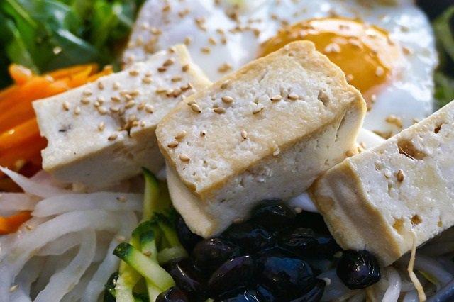 Comer tofu y alimentos ricos en isoflavonas reduce el riesgo de enfermedad cardi
