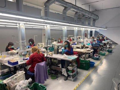 Una empresa de calzado usa ozono para esterilizar las 20.000 mascarillas semanales que fabrican sus aparadoras en casa