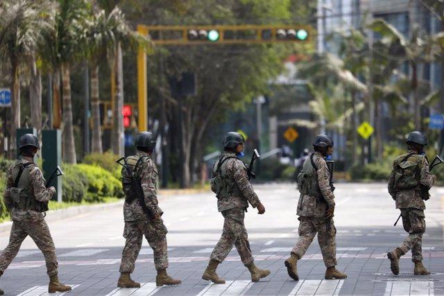 Militares en Lima durante la crisis del coronavirus