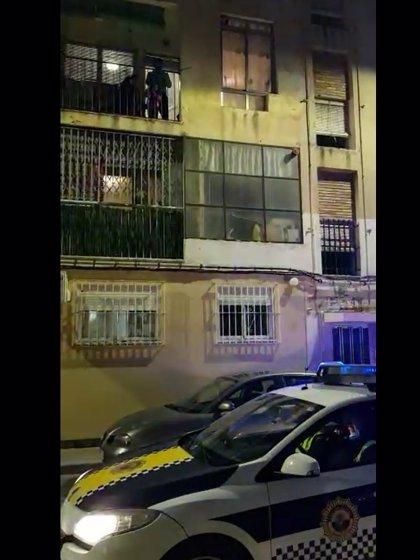 Sirenas, música y altavoces: así felicita la Policía Local de Alicante a una niña por su cumpleaños