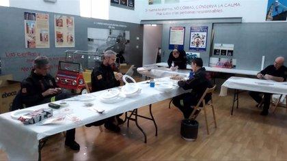 Los bomberos de Zaragoza elaboran y entregan más 400 máscaras de pantalla para uso sanitario