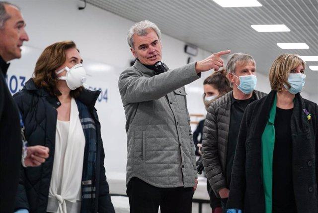 La alcaldesa de Barcelona, Ada Colau, y la consellera de Salud de la Generalitat, Alba Vergés, visitan el Pabellón de la Vall d'Hebron habilitado para pacientes de coronavirus