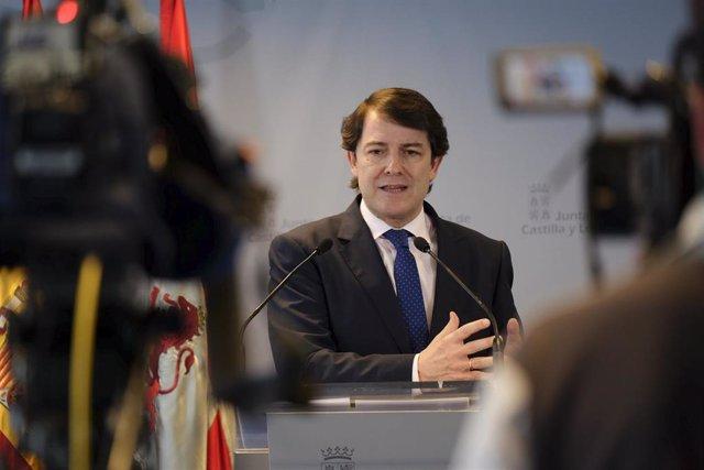 El presidente de la Junta, Alfonso Fernández Mañueco, durante la rueda de prensa.