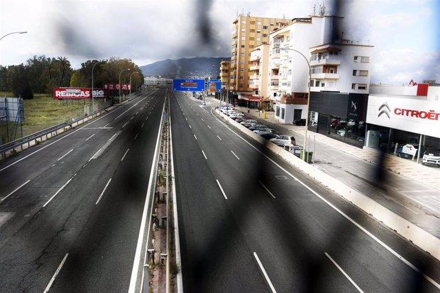 Vistas de distintas carrerteras de las  salidas de la capital donde permanecen sin tráfico de vehiculos a ccausa del Estado de Alarma decretada por el Gobierno por el  virus COVID-19, en la imagen parte de la Autovía del Mediterraneo o A-7. Málaga a 21 de