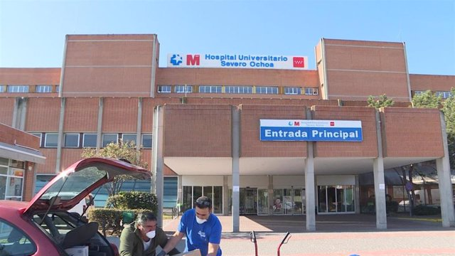 Imagen del Hospital Severo Ochoa de Leganés, que este domingo 29 de marzo ha recibido 800 bocadillos de parte de la Asociación de vecinos del barrio de Los Frailes.