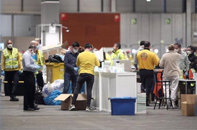 Personal sanitario de la Comunidad de Madrid, técnicos del SAMUR así como enfermeros y auxiliares trabajan en IFEMA.  .