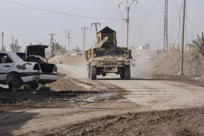 Presos de Estado Islámico toman parte de una cárcel gestionada por las fuerzas kurdas en el noreste de Siria