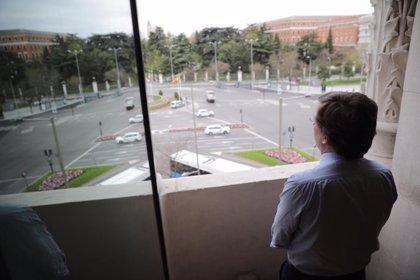 Almeida anima a guardar a diario un minuto de silencio a las 12 para recordar a fallecidos por el virus