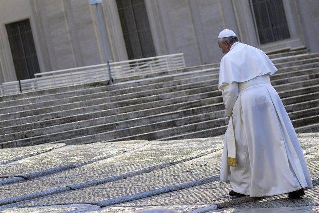 El Papa el pasado viernes durante la bendición extraordinaria Urbi et Orbi