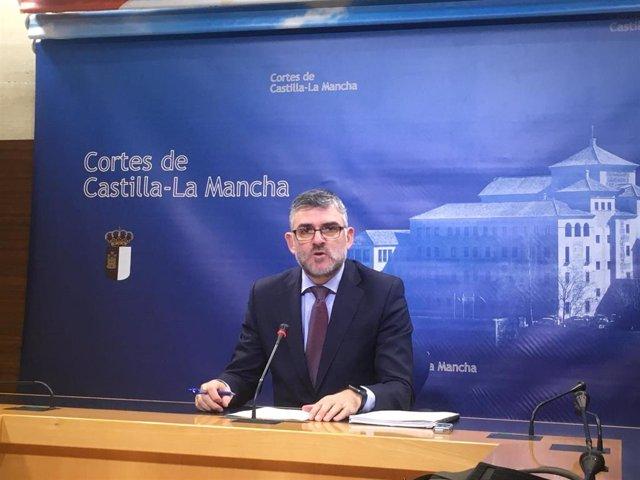 El secretario primero de la Mesa de las Cortes, Ángel Tomás Godoy,