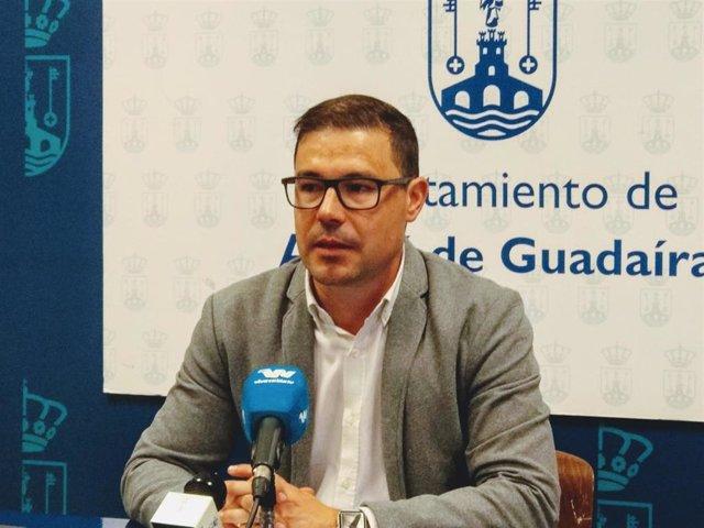 El teniente alcalde y responsable del área de Economía y Desarrollo Sostenible del Ayuntamiento de Alcalá de Guadaíra, Jesús Mora, ha manifestado que implementan medidadas para paliar las consecuencias del Covid 19.