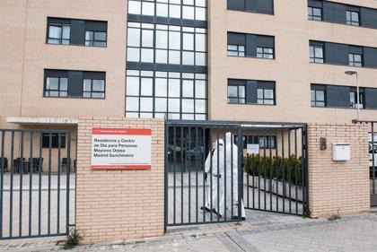 """La Comunidad desinfecta 100 residencias de mayores, de las que 25 están en """"situación crítica"""""""
