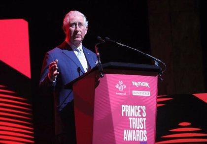 El príncipe Carlos de Inglaterra pone fin a su cuarentena tras una semana