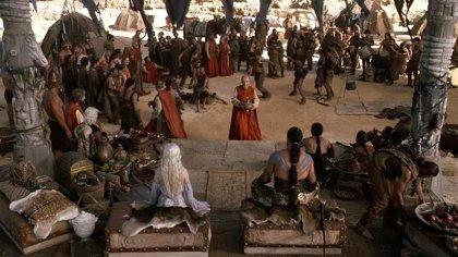 Juego de tronos: George R.R. Martin comparte una foto de su cameo inédito en la primera temporada