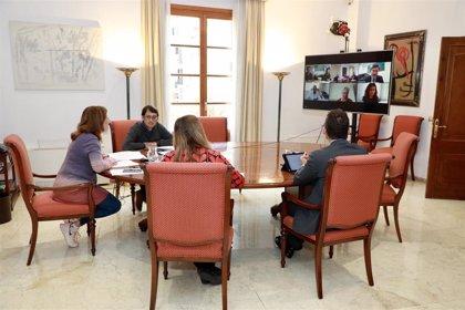 Armengol aborda con la sanidad privada de Baleares la situación en los hospitales