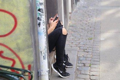 El Gobierno repartirá 20.000 tarjetas de móvil con datos a estudiantes para que puedan seguir el curso a distancia