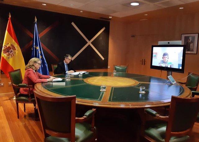 Videoconferencia de la vicepresidenta del Gobierno y ministra de Asuntos Económicos y Transformación Digital, Nadia Calviño, y el secretario de Estado de Telecomunicaciones e Infraestructuras Digitales, Roberto Sánchez, con los operadores el 20 de marzo.