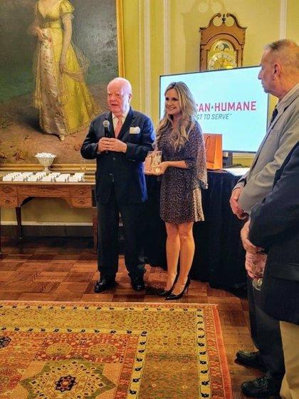 COMUNICADO: El presidente de la Compañía Loro Parque recibe el premio 'Champion of Conservation' de American Humane