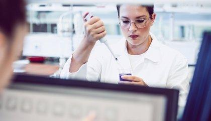 Bruselas ofrece una guía a la industria para aumentar la producción de material sanitario por la escasez