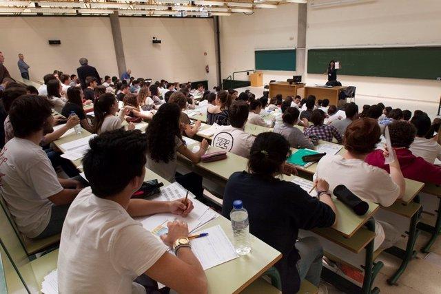 Alumnos en la Universidad de Oviedo.