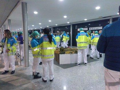 """Sindicatos protestan por la """"falta de protección"""" en el hospital de campaña de Ifema"""