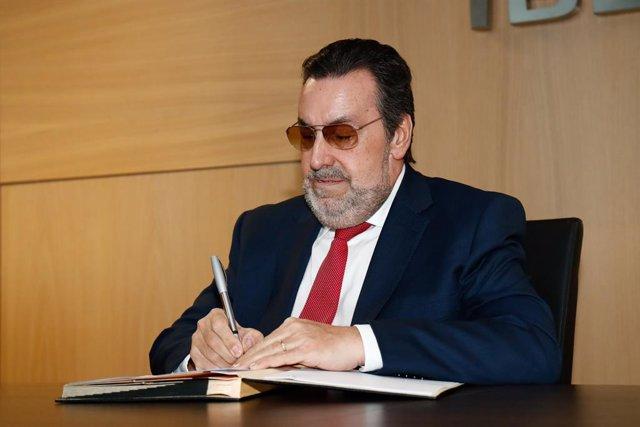 JJ.OO.- El CPE mantendrá las becas y servicios del Plan ADOP a pesar del aplazam