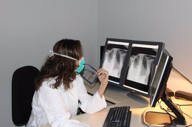Pruebas a enfermos de coronavirus en el Hospital Arnau de Vilanova de Lleida