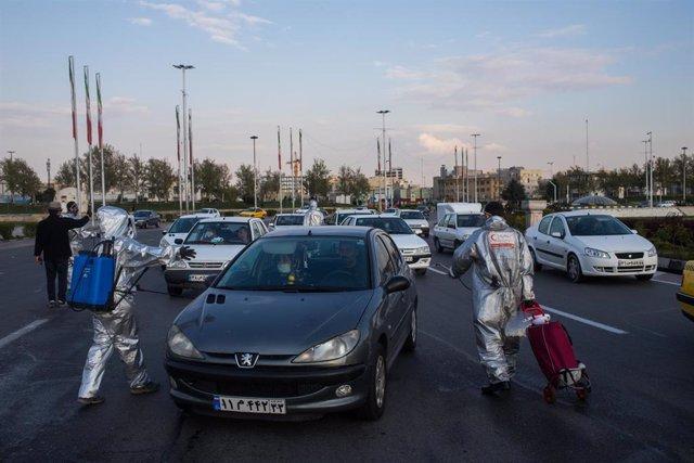 Desinfección de vehículos en Teherán