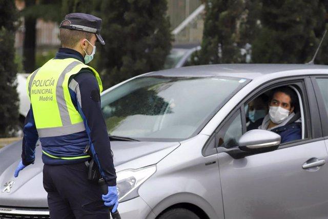 La Policía Municipal de Madrid realiza un control en la capital