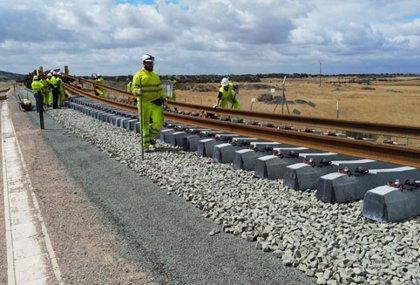 Adif mantiene activas las obras de mantenimiento y de emergencia de las líneas de tren en servicio