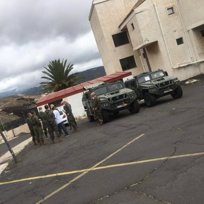 La UME limpia y desinfecta el centro de mayores de Ofra (Tenerife)