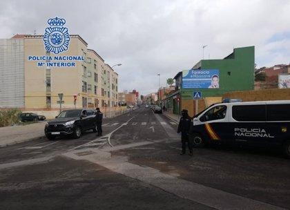 Vecinos apedrean a policías en Melilla cuando detenían a un joven por incumplir el confinamiento