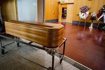 Una plataforma de afectados denuncia que el cadáver de una fallecida lleva ocho días perdido