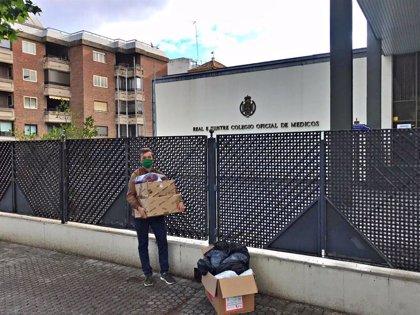 El Colegio de Médicos de Sevilla entrega a la Junta 100.000 mascarillas elaboradas por voluntarios de toda la provincia