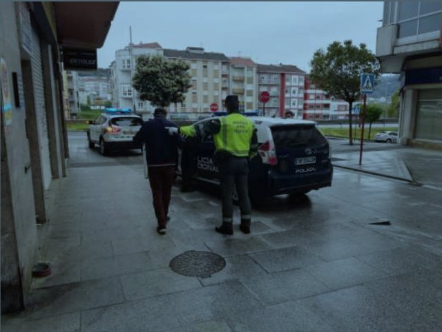 Interceptado en Ourense un ciudadano brasileño con orden de expulsión del país cuando incumplía el confinamiento .