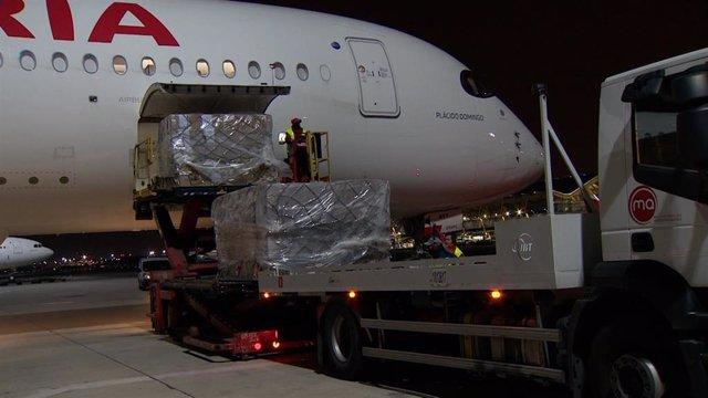 Llegada del primer vuelo con 20 toneladas de productos sanitarios del corredor aéreo con China