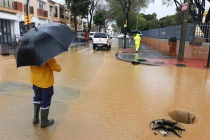 """Vecinos de Campanillas vuelven a sentir """"miedo"""" tras las fuertes lluvias y urgen soluciones a las inundaciones"""