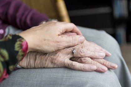 Salud recomienda a los profesionales sanitarios no ingresar a pacientes de más de 80 años a la UCI