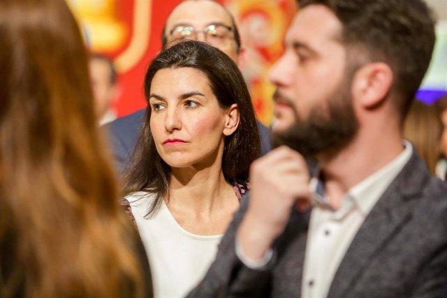 Imagen de recurso de la portavoz del Grupo Vox en la Asamblea de Madrid, Rocio Monasterio, con su homólogo en Cs, César Zafra, de fondo.