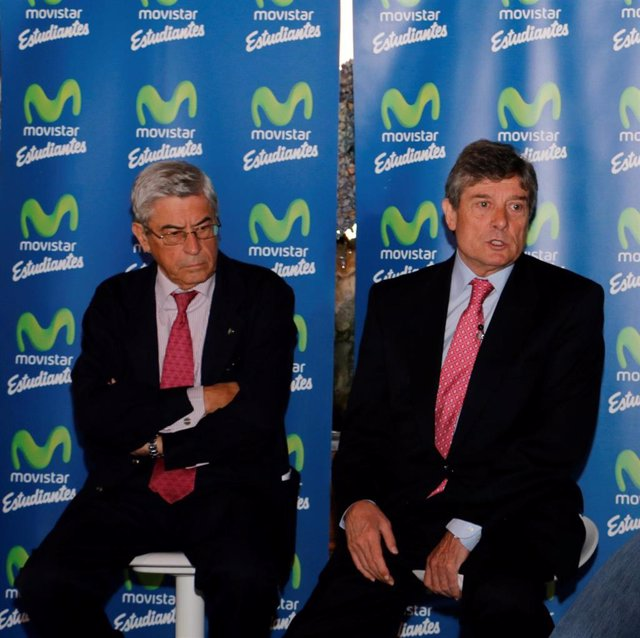 Miguel Ángel Bufalá (izda) y Fenando Galindo (dcha) durante un acto del Movistar Estudiantes