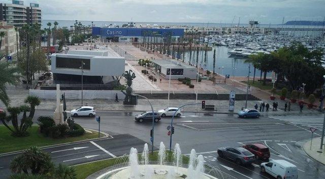 Plaza del Puerto frente a la plaza del Mar.
